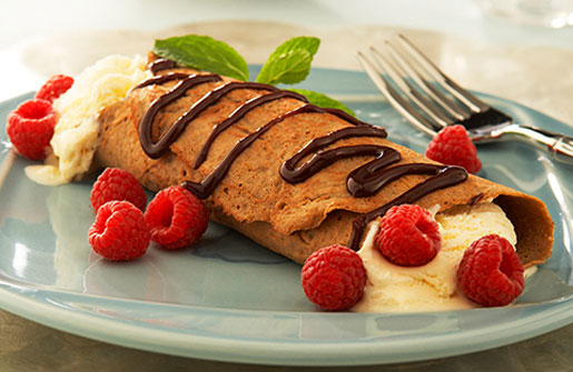 Chocolate Yogurt-Berry Wraps with Raspberry Sauce